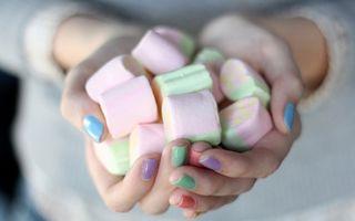 5 trucuri ca să-ţi faci unghiile mai rezistente şi mai sănătoase