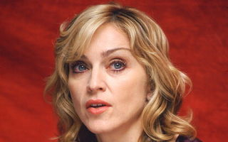 Madonna călătoreşte cu un echipament de combatere a ridurilor