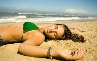 Cum să scapi de arsurile solare dacă ai adormit pe plajă