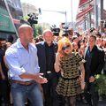 Lady Gaga: un fan, trântit la pământ de gărzile vedetei