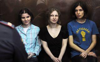 Scandal uriaș: fetele de la Pussy Riot, doi ani de închisoare