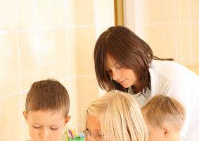 Dezinfectarea, între obsesia de microbi şi libertatea de joacă a copilului
