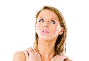 Implantul, o greşeală pentru sânii lăsaţi. Ce trebuie să faci?