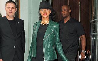 Rihanna uimeşte iar: Cum să porţi o rochie neagră lungă şi o şapcă de baseball