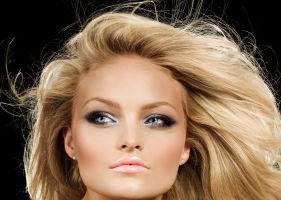 5 trucuri ca să dai mai mult volum părului tău. Încearcă şi tu!