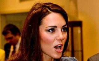 Scandalos: Kate Middleton, pozată fără sutien! - FOTO