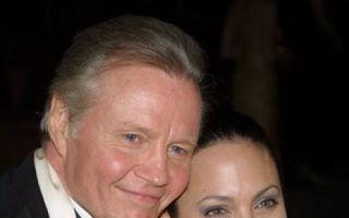 Tatăl Angelinei Jolie a venit în România