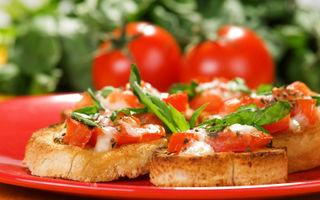 Bruschete cu roşii şi mozzarella