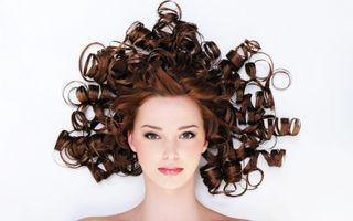 5 sfaturi ca să-ţi îngrijeşti părul ondulat şi rebel