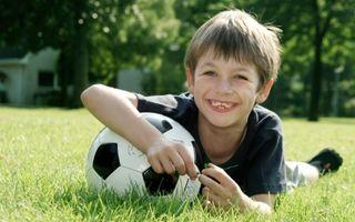 Cum să îţi determini copilul să aibă un stil de viaţă sănătos?