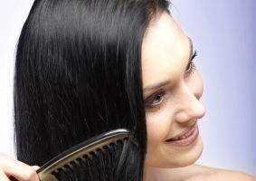 8 soluţii rapide ca să nu-ţi mai cadă părul. Încearcă-le!