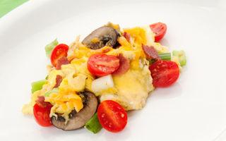 Omletă cu legume şi brânză Cheddar