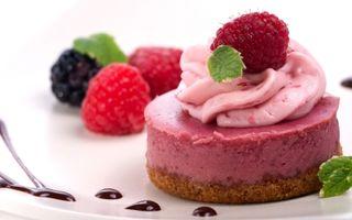 Reţetă vegană fără foc: Cheesecake delicios şi cremos cu zmeură