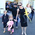 Angelina Jolie îşi răsfaţă copiii. Vezi ce jucării le-a cumpărat de Halloween!