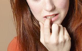 Atenţie la rosul unghiilor! Ce spun psihiatrii despre acest obicei