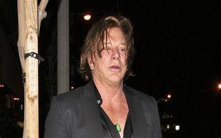Mickey Rourke, distrus de alcool și de nopțile pierdute
