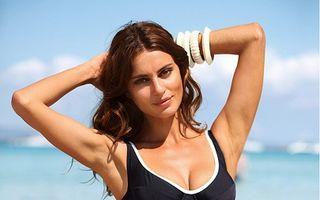 Splendoare în soare: Catrinel Menghia, ședință foto în costum de baie