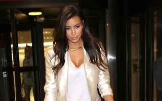 Kim Kardashian, din faţă liceu, din spate muzeu. Vezi în ce hal arată!