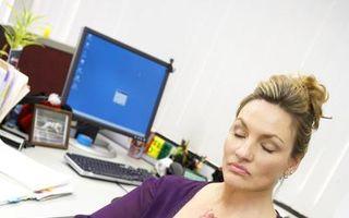 Cum scapi de durerile provocate de munca la birou