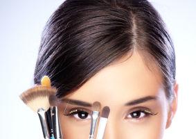 Frumuseţea ta: 8 trucuri de machiaj ca să-ţi ascunzi ridurile. Încearcă-le!