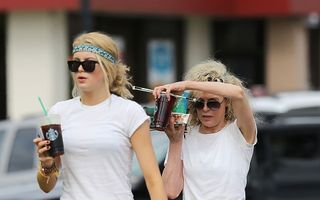 Kim Basinger arată uimitor la 59 de ani: Actrița pare sora fiicei sale!