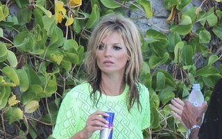 Kate Moss, în costum de baie - FOTO