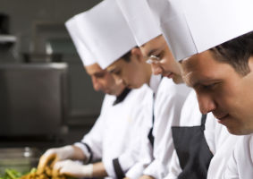 Cum să scapi de corvoada gătitului pentru multe persoane în prag de Sărbători