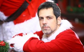 România mondenă: 5 vedete care s-au deghizat în Moş Crăciun. Vezi cum arată!