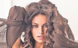 România mondenă: Top 7 cele mai sexy vedete feminine ale anului 2012