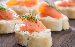 Reţeta zilei: Tartine cu somon afumat, cremă de brânză şi mărar
