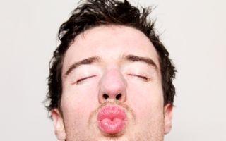 8 semne care îţi arată că sărută bine. Evită să fii dezamăgită!