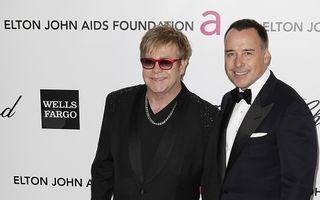 Elton John a dat 20.000 de lire pentru copil