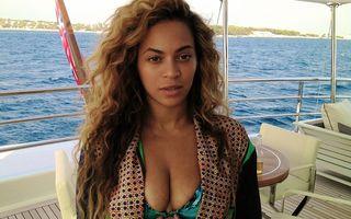 Beyonce, şedinţă foto în costum de baie