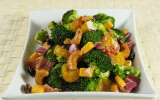 Salată cu broccoli şi stafide