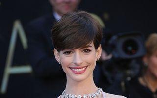 Oscar 2013: Sânii premiatei Anne Hathaway, motiv de agitaţie pe Twitter