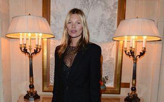 Fără secrete: Kate Moss poartă dresuri transparente, decorate cu diamante