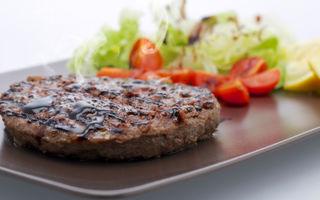 Hamburgeri de peşte cu salată de rucola