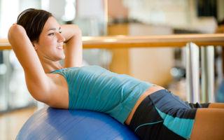 6 exerciţii simple care te ajută să scapi de burtă. Află care sunt!