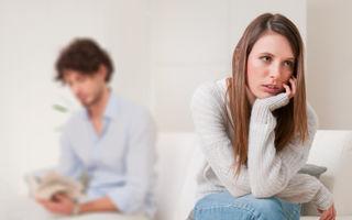 """Poveste adevărată: """"Iubitul meu e gelos pe un coleg de serviciu şi vrea să demisionez"""""""