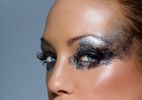 Frumuseţea ta: Cum să te machiezi fără să pari vulgară. Ce trebuie să eviţi?