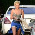 Hannah Montana se ţine de prostii: Mai bine fără nuntă decât fără tutun!