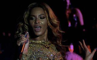 Beyonce, cu sânii la vedere