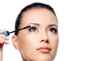 Frumuseţe: Cum să-ţi faci ochii mai mari cu ajutorul machiajului