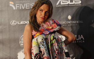 Anna Lesko şi trupa Heaven aruncă în stradă un impresar celebru