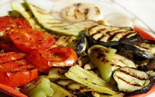 Reţeta zilei: Salată caldă de legume la grătar