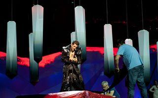 Eurovision 2013: Cezar Ouatu, ţinută extravagantă