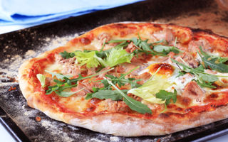 Pizza rapidă cu ou şi spanac