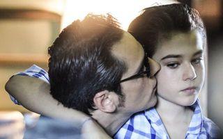 Ştefan Bănică îşi promovează fiul după nouă ani. Apare din nou într-un clip