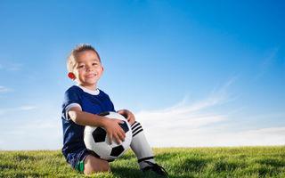 Cum stimulăm copiii să facă mişcare? Învaţă-i cât de important e sportul!