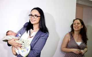 Andreea Marin a semnat protocolul pentru vaccinarea pneumococică